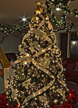 The 29 Best Christmas Tree Ornaments and Decoration Ideas